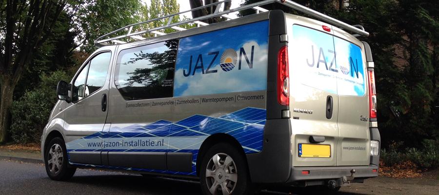 Ja zon, voor Jazon. Een zonnig ontwerp uitgevoerd door van Veldhuizen Reclame past goed bij de installatie van zonnecellen.