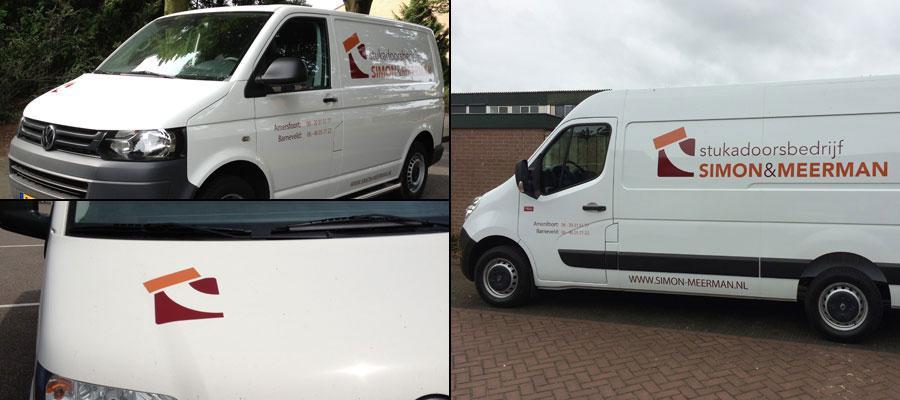 Met deze bussen van Simon & Meerman Stukadoorsbedrijf kan je heel veel wanden glad maken. Bij van Veldhuizen Reclame maken we ook graag gladde wandjes mooi!