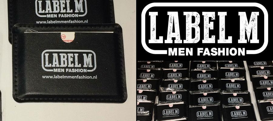 Label M (tampon) bedrukte kunststof hoesjes, gedrukt door van Veldhuizen Reclame.