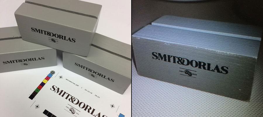 Door van Veldhuizen Reclame uitgevoerde (tampon) bedrukking op de koffiekaart houders van Smit & Dorlas.